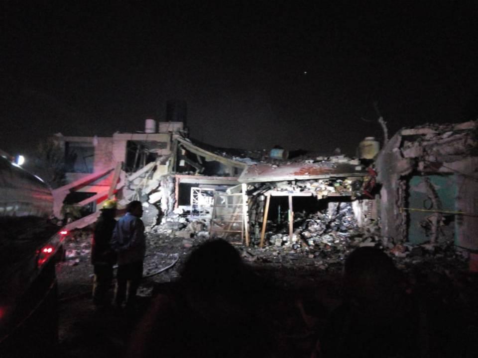Explosión en taller clandestino en Tultepec mata a 5