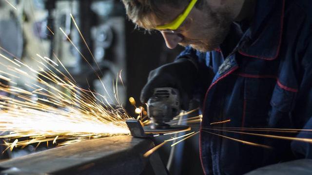 ACTUALIZA 1-Economía de México cae 0.1 pct en 2do trimestre