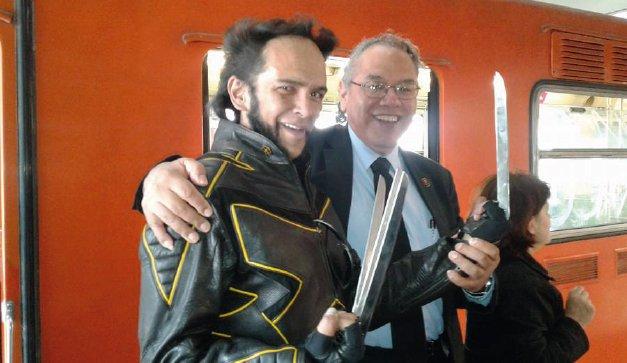 Wolverine del Metro de CDMX; el héroe del transporte público