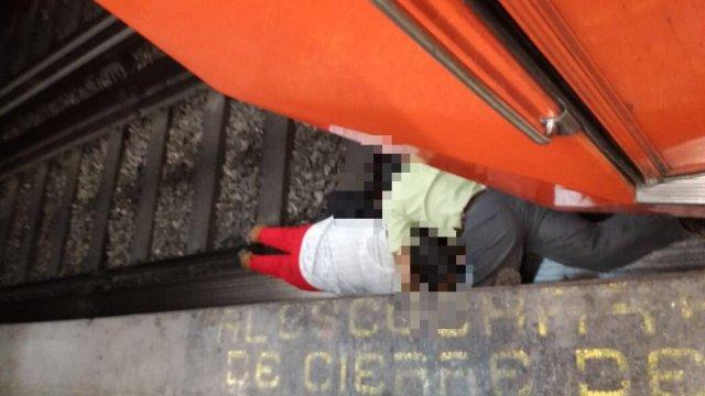 Pareja Invidente cae en vías del Metro Hidalgo