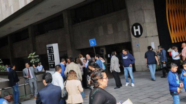 PRI se agandalla oficinas en edificio de San Lázaro