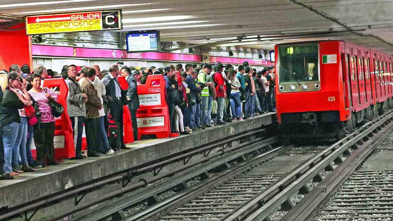 Acoso en el metro, Metro CDMX, Vagones exclusivos