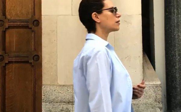 Karime Macías paseándose en Londres, así, casual
