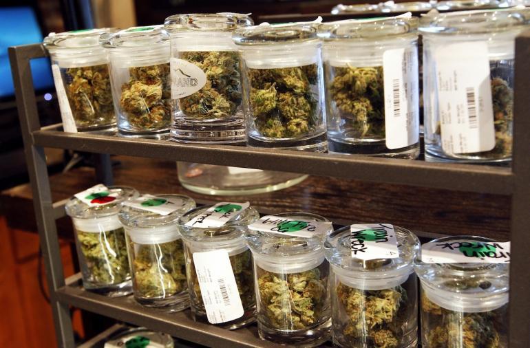 Propuesta de Morena para legalizar consumo y venta de marihuana