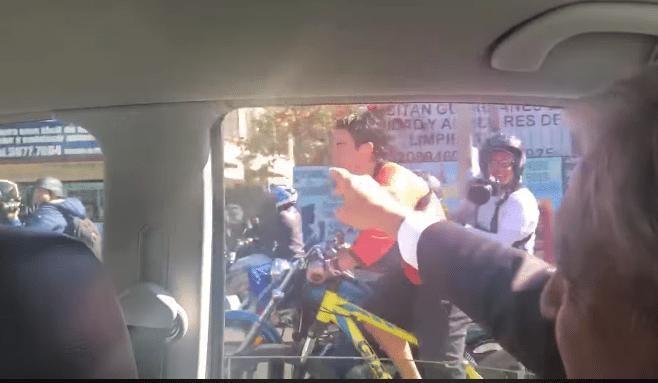 Ciclista alcanza a AMLO: 'En ti confiamos', le grita
