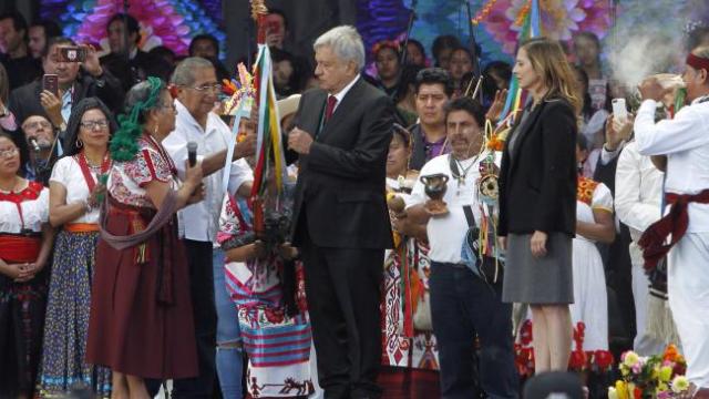 Ceremonia de entrega de Bastón de Mando a AMLO