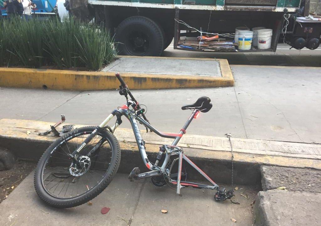 Atropellan a ciclista en CDMX sobre Revolución