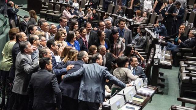 Diputados se regalan aguinaldo libre de impuestos