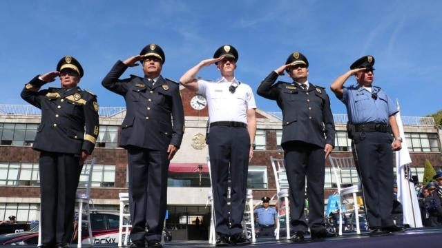 Alcalde de Cuajimalpa impone uniformes a funcionarios