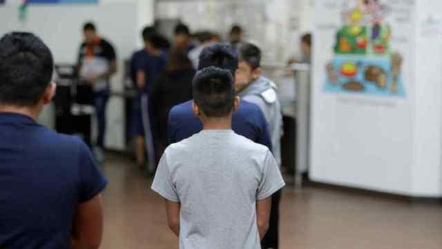 Los niños y adolescentes se encontraban refugiados en un centro de Arizona. Imagen: Especial.