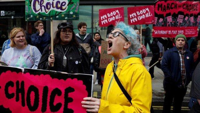 Mujeres se solidarizan contando sus historias de aborto