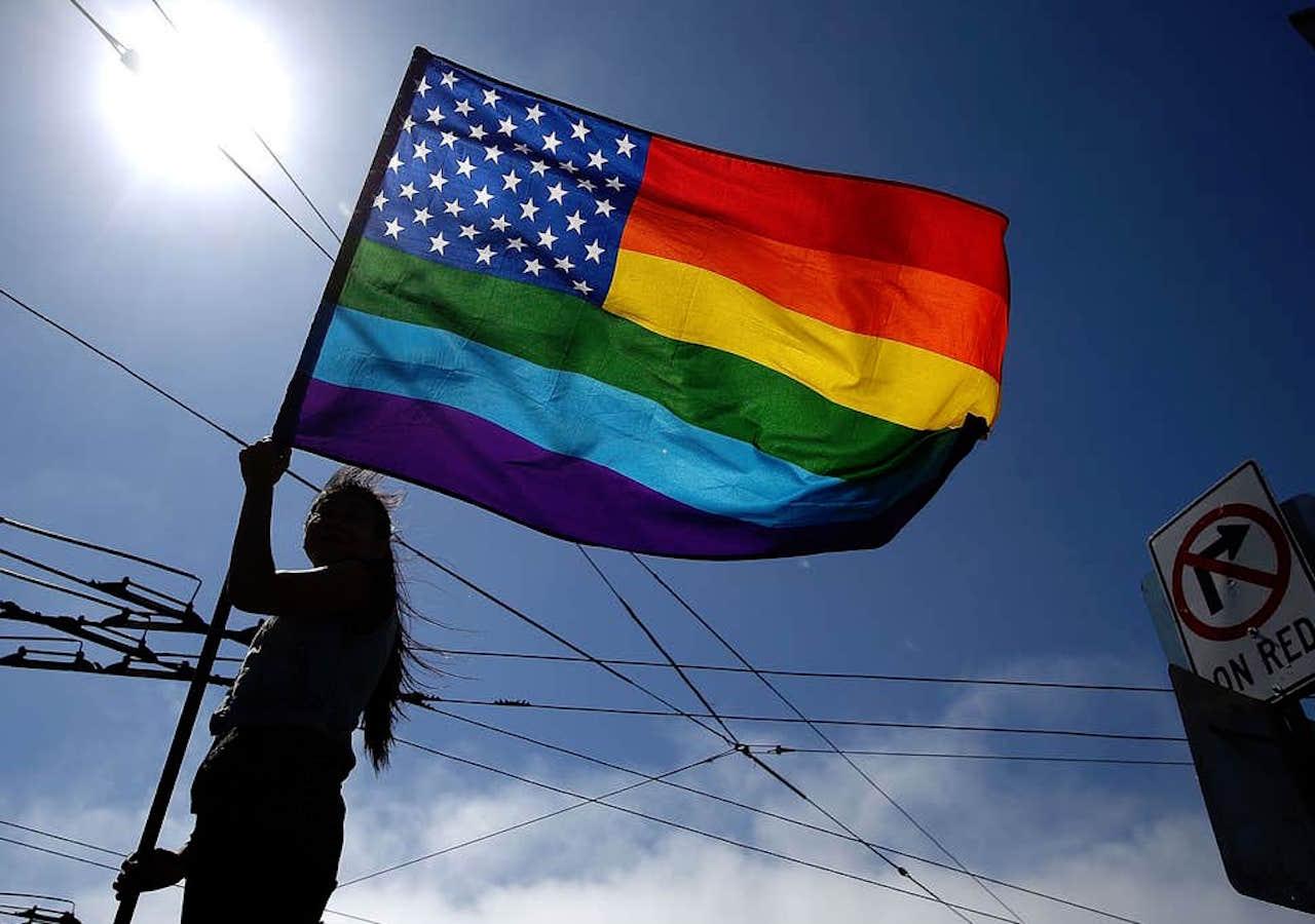 Corea del Sur, India y Alemania son algunas de las embajadas que utilizan la bandera LGBT