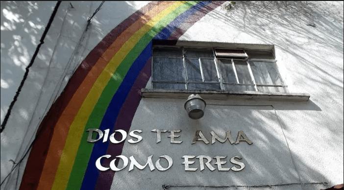 Familia homoparental bautiza a su hijo en iglesia católica