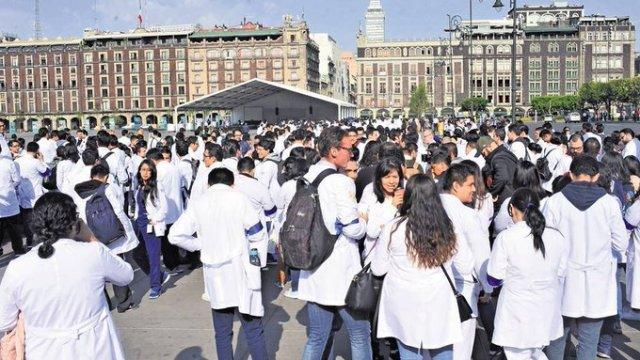 Médicos pasantes en paro nacional el jueves 1 de agosto
