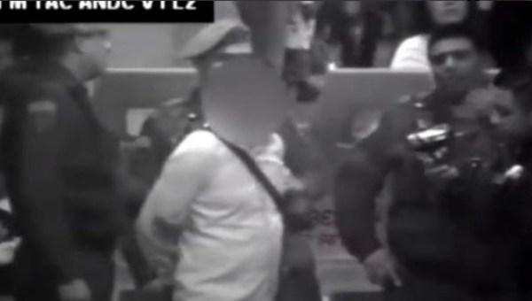Así se roban los celulares en el metro de la CDMX