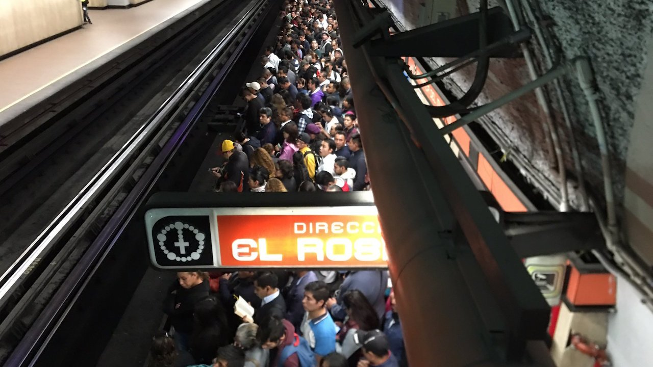 Usuarios reportan retrasos en Línea 7 del metro CDMX