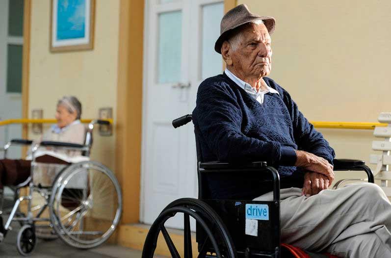 El abandono de abuelos en México es un problema social