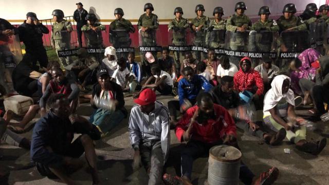 Migrantes africanos denuncian abandono del INM en Chiapas