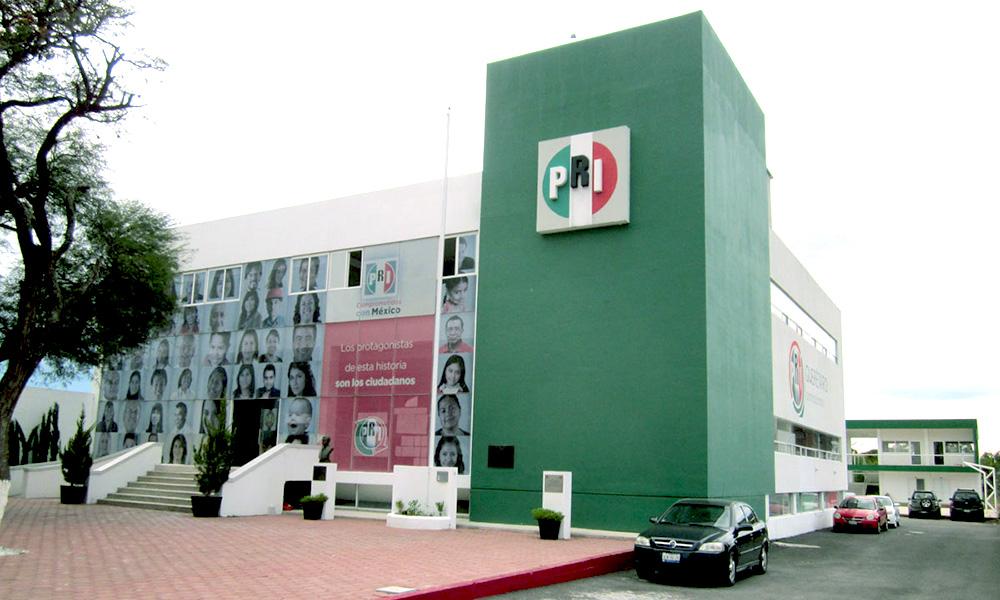 Ciudadanos quieren quitar colores patrios al PRI