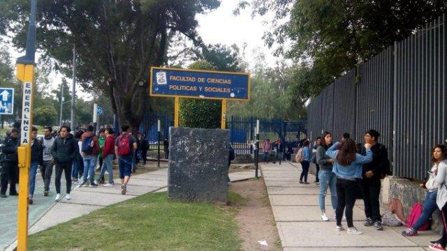 Cerraron la FCPyS en protesta por el diplomado de Ricardo Anaya