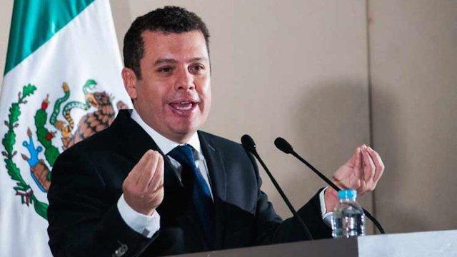 Humberto Castillejos, asesor de EPN compro perrito de 38 millones