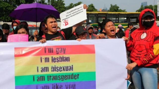 Indonesia por aprobar una ley que criminalizaría el sexo antes del matrimonio y la comunidades LGBT
