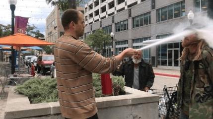 Hombre roció con extintor a fumador por no apagar cigarro