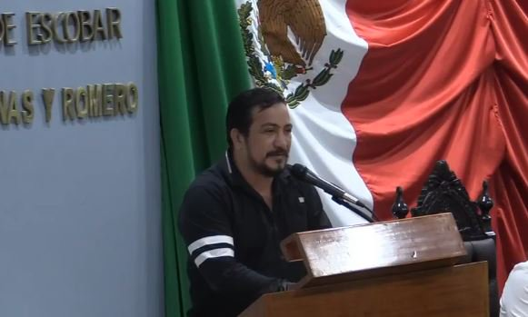 Diputado de Tabasco busca permitir la reelección de AMLO