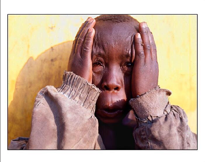 El fotógrafo mexicano que retrató las sonrisas que sobrevivieron a una guerra en África