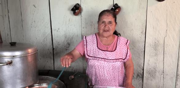 Abuela mexicana lanza su canal de youtube; enseña a cocinar