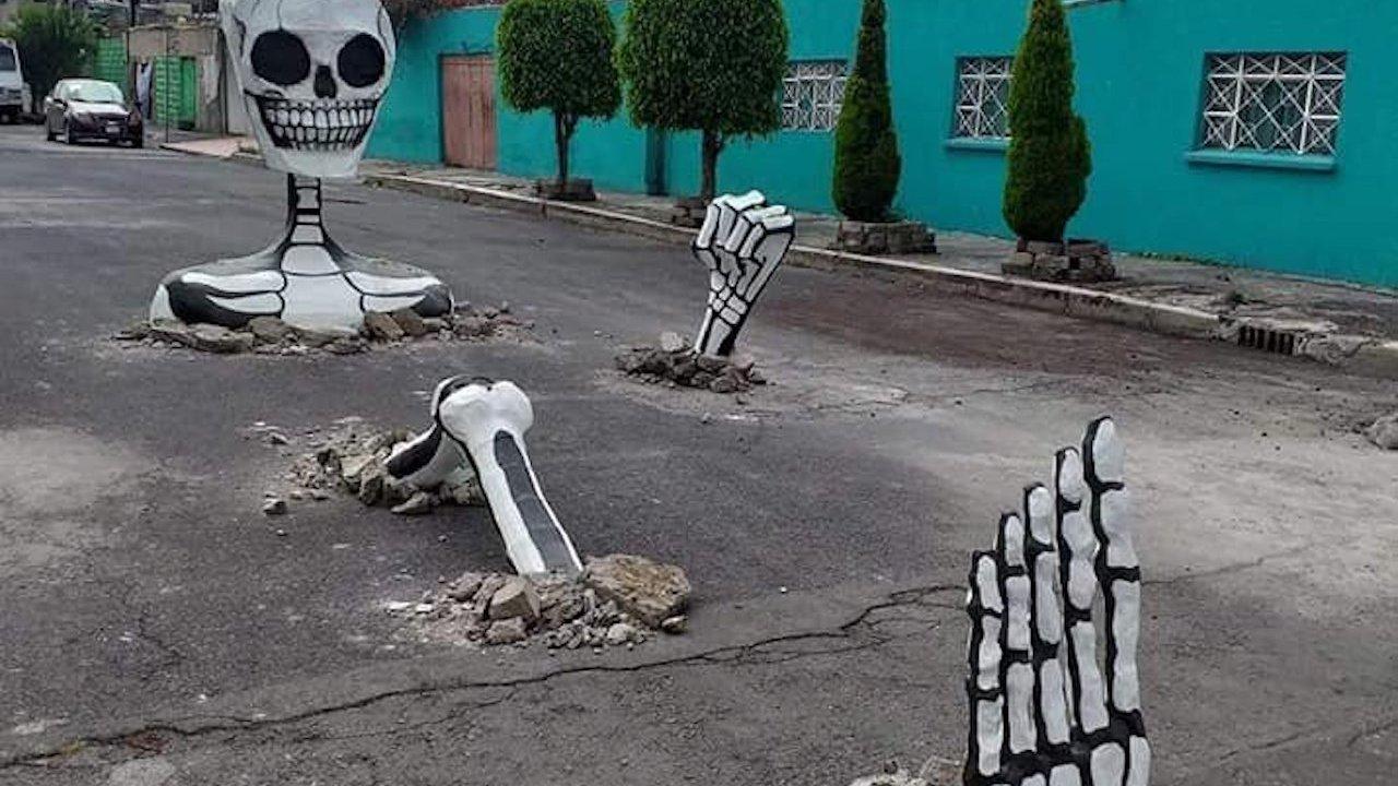 Calles de Tláhuac se llenan de calaveras gigantes