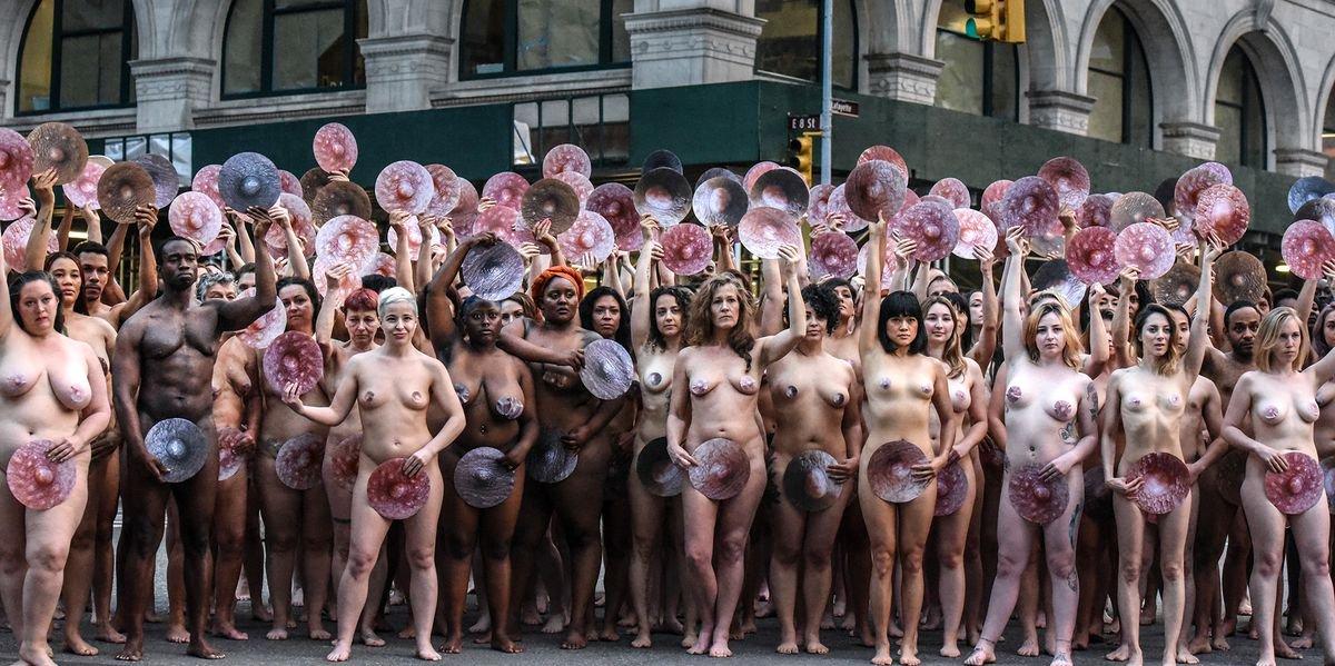 3/06/19 facebook-emojis-prohibe-sexuales/ marcha pezones
