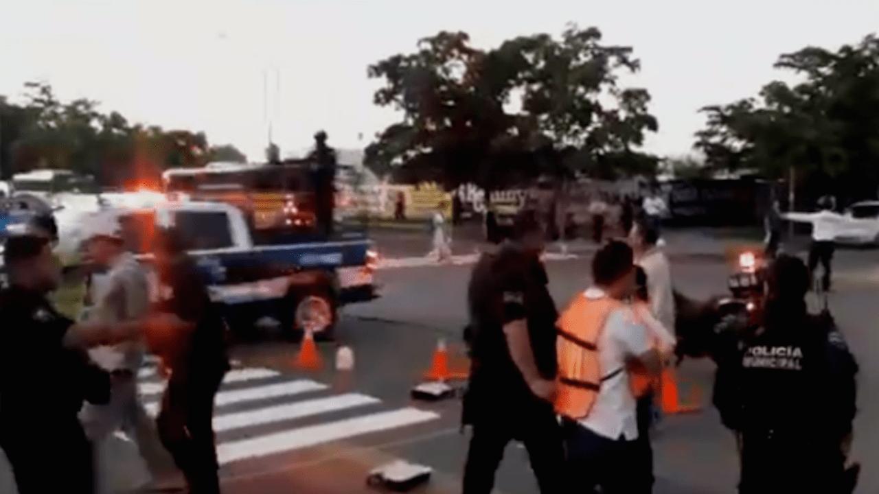 Arrestan a homófobos por intentar borrar bandera LGBT en Sinaloa