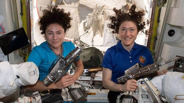 18/10/19 primera-caminata-espacial-femenina/mujeres astronautas