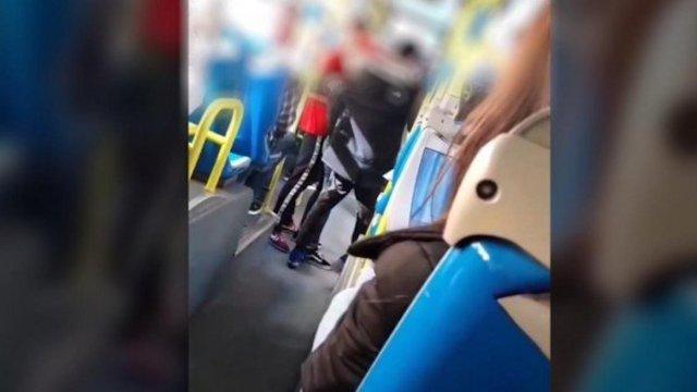 En un autobús de Madrid hombre cometió una agresión racista