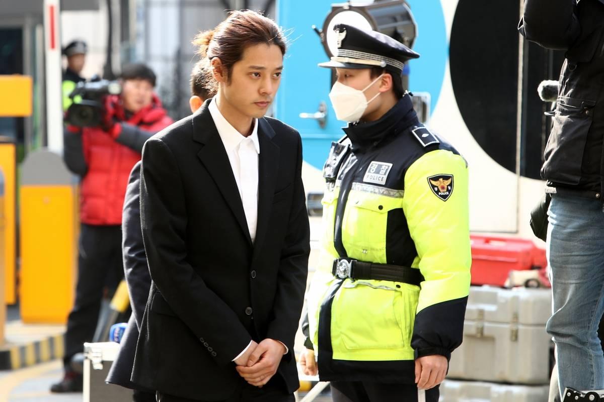 Encarcelan a cantantes de K-pop por violación.