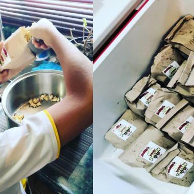 Un niño vende palomitas para poder comprarse su nintendo