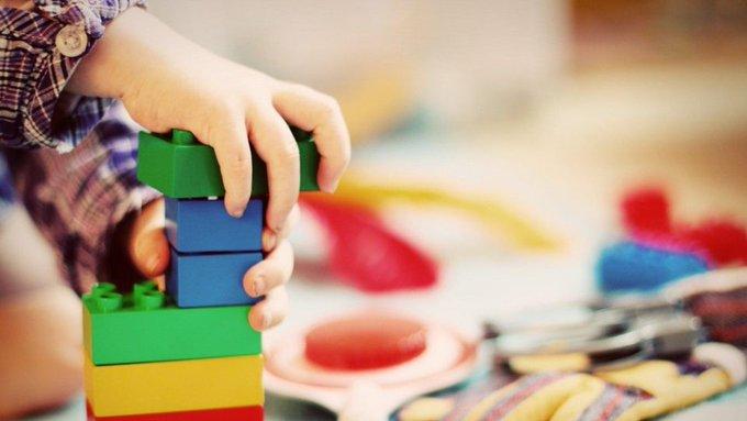 """Niño de 5 años lleva heroína a su escuela: """"se siente como spiderman"""" cuando la prueba"""