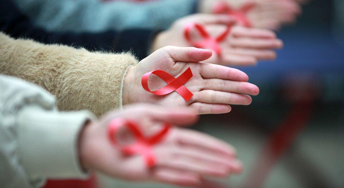 Lazos rojos por Día Mundial de la lucha contra el Sida
