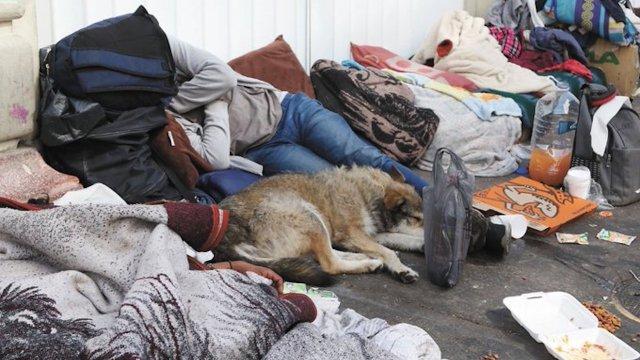 Trata de personas indigentes que piden limosna en las calles de la ciudad y el Estado de México