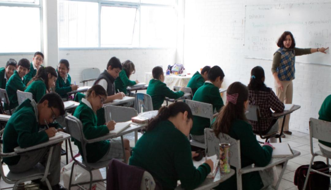 México y Francia firman convenio; se enseñará francés en secundarias públicas.