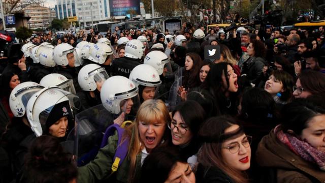 Policia Turquia Dispersa Un Violador En Tu Camino