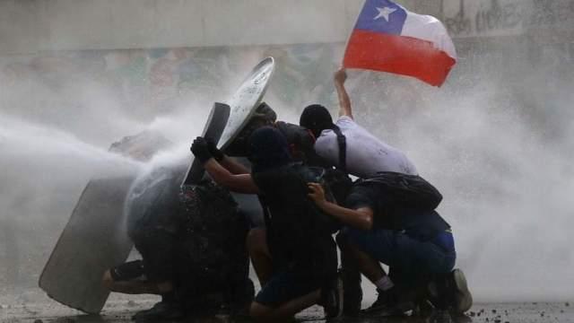 Un Estudio Detecto Soda Caustica En El Agua De Carro Lanza Aguas En Chile