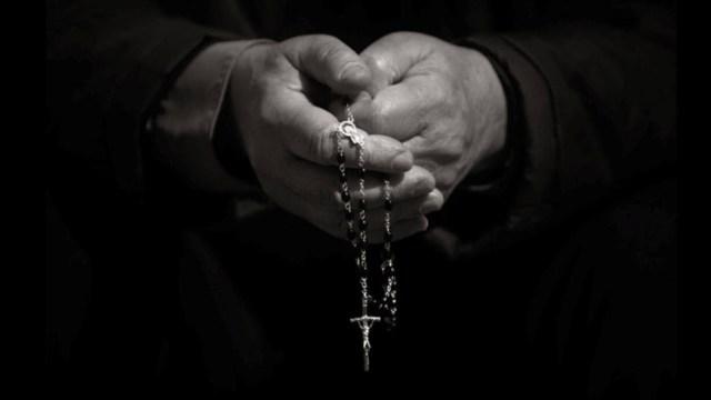 Adolescente Mata a Sacerdote Abuso Sexual