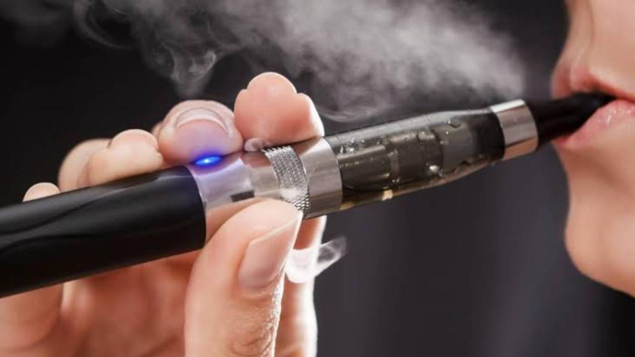 EU prohibe cigarrillos electrónicos aromatizados.