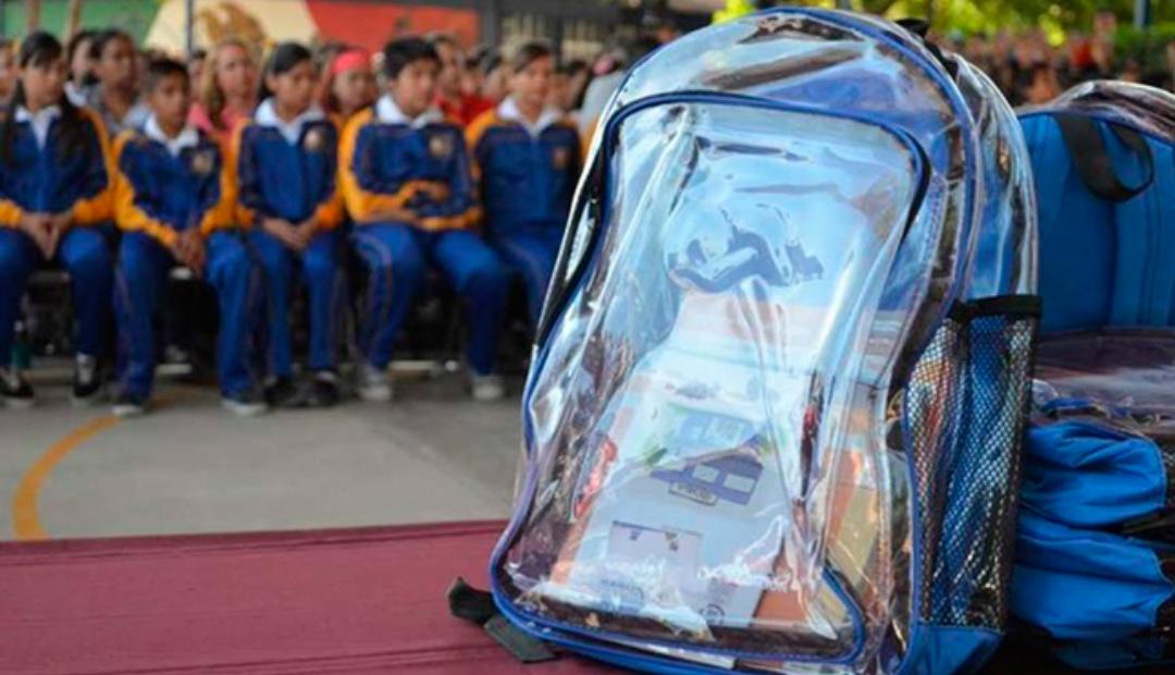 Proponen uso de mochilas transparentes en escuela de Torreón