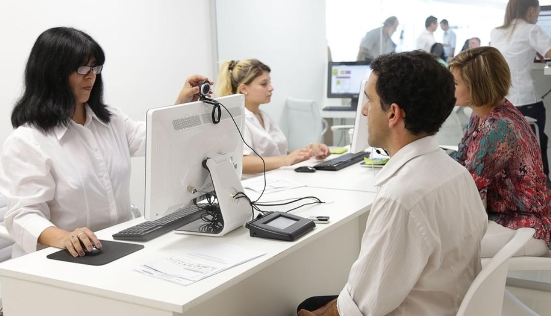 Argentina entrega primera identificación no binaria.