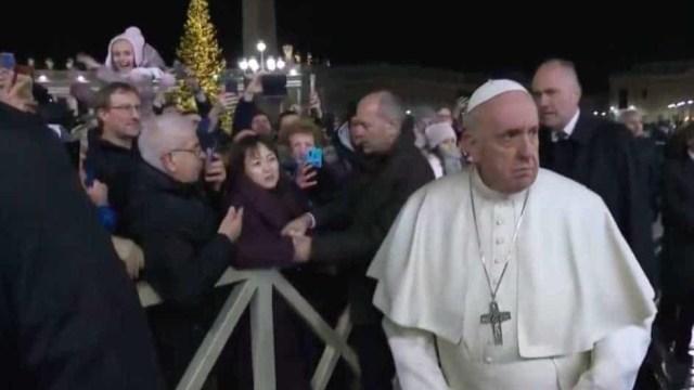 Papa Francisco Pide Una Disculpa Por Golpear a Una Mujer