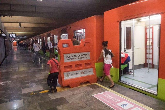 Sujeto armado entró a vagón del metro y amenazó con matar a las mujeres