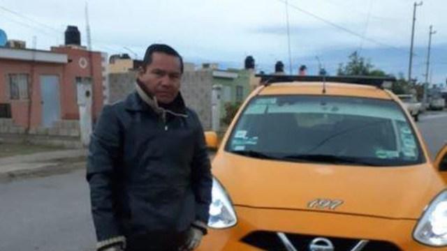 Taxista devuelve 12 mil pesos que pasajera olvidó en su unidad.